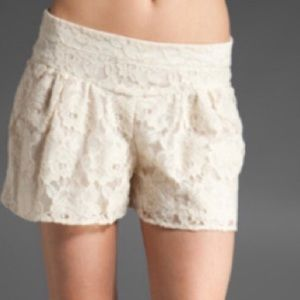 Ella Moss pleated lace short cream Large